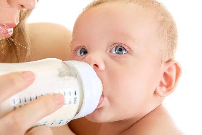Baby led weaning a umělé mléko